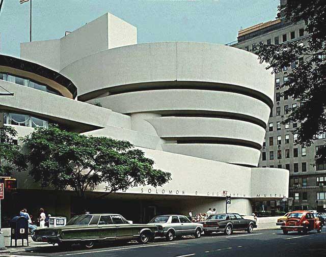Thais guggenheim museum of modern art new york for Architecture organique